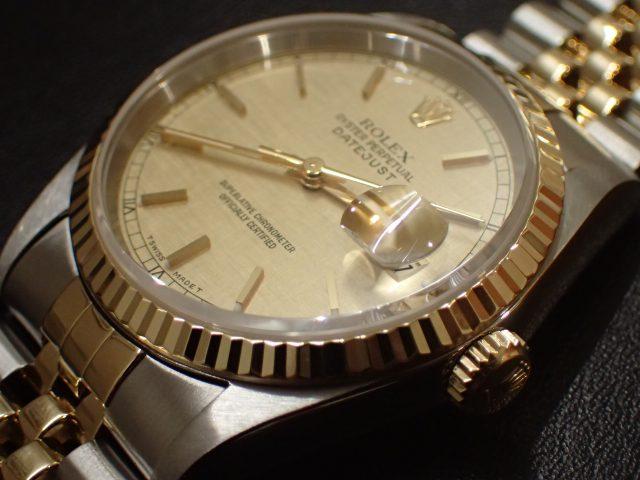 a3475e01a0 美しいカッティングが施されたフルーテッドベゼル、リューズ・ブレス中央部分には艶やかな. 18Kイエローゴールドが使用され、腕元を明るくゴージャスに演出してくれ  ...