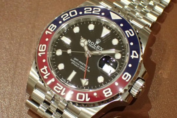 赤青ベゼルとジュビリーブレスの組み合わせ GMTマスターII REF.126710BLRO